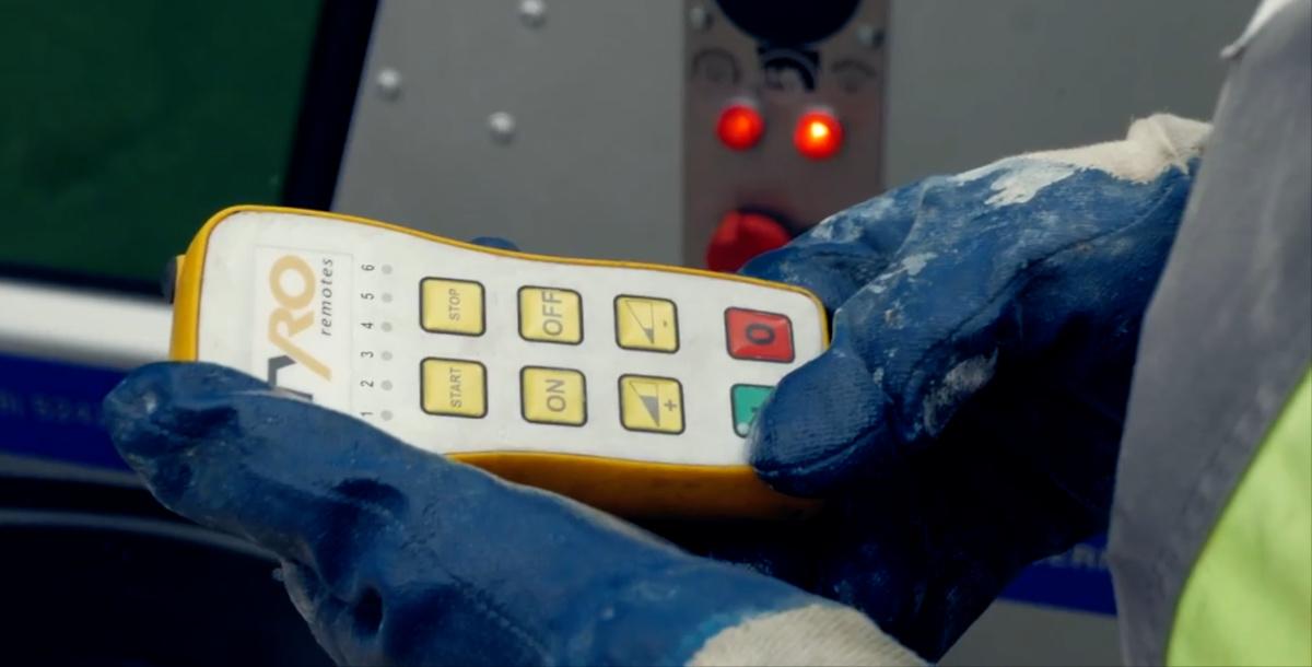 Arbetshandskar betongpump fjärrkontroll
